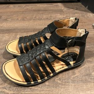 Gladiator sandals with zipper
